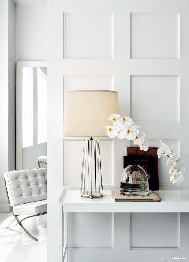 vaso de cristal orquídeas brancas