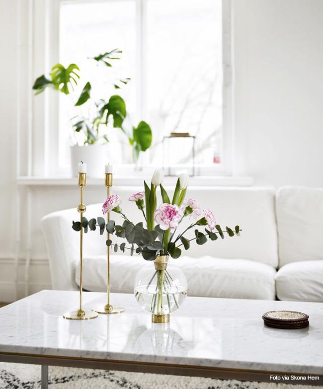 castiçal e flores para decorar