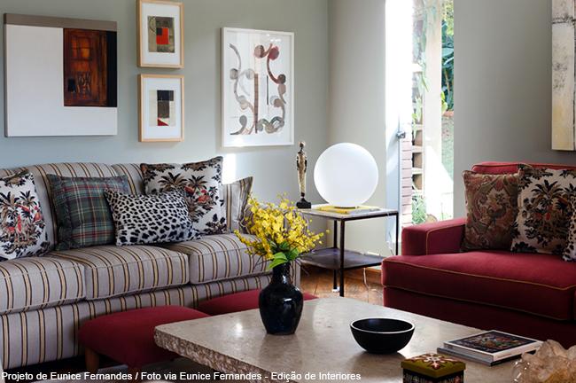 sofá veludo cor marsala
