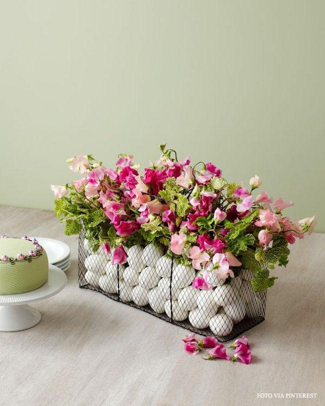 12 arranjo com flores e ovos