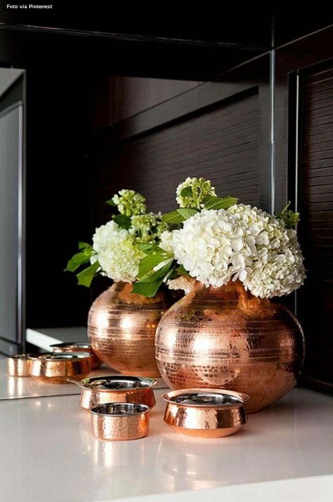 22 Vasos com flores brancas