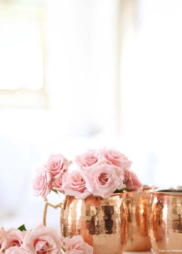 24 Canecas com flores rosas